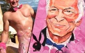 Pricasso: El artista que pinta increíbles cuadros con su pene, testículos y trasero
