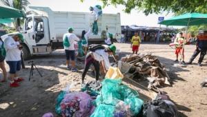 800 voluntarios retiran cientos de kilos de basura de playas y fondo marino